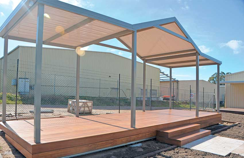 Freestanding combination roof display with Stramit Sunset roof sheeting