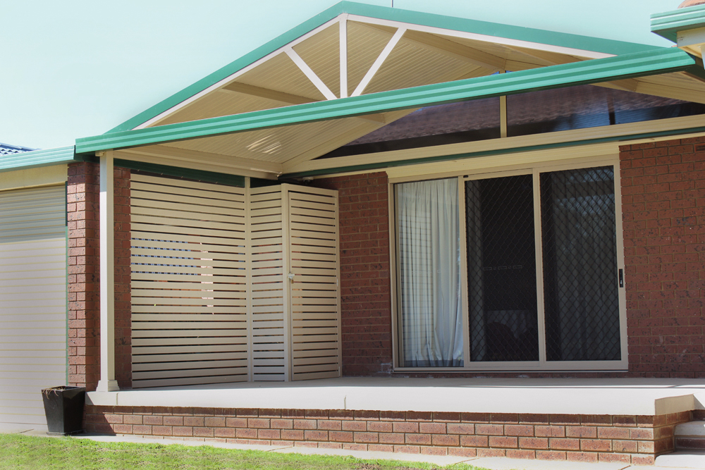 Gable roof verandah with Stramit Sunset roof sheeting, gable spokes and aluminium slat screen